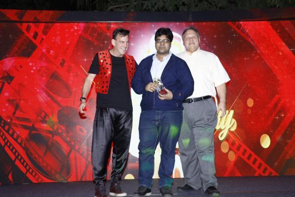 nikhil mittal receiving award on stage